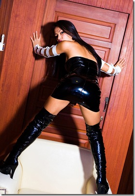 ladyboygold-amy-poses-in-sexy-black-boots